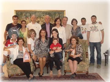 la familia de Mary Yachoui y Elham Tohme, en su casa en el Líbano