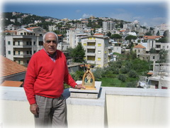 Toufic Labaki con vista de Baabdat