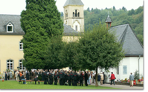 Wallfahrt der Diözese Trier: Gebet am Urheiligtum