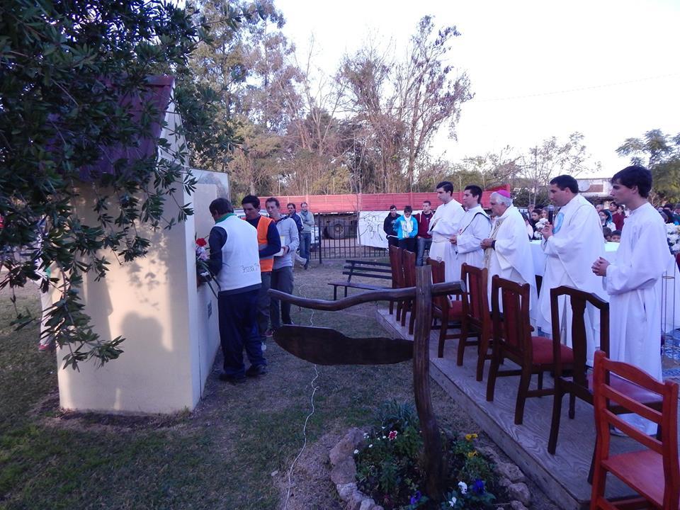 sacerdotes y entrega dle Capital de Gracias