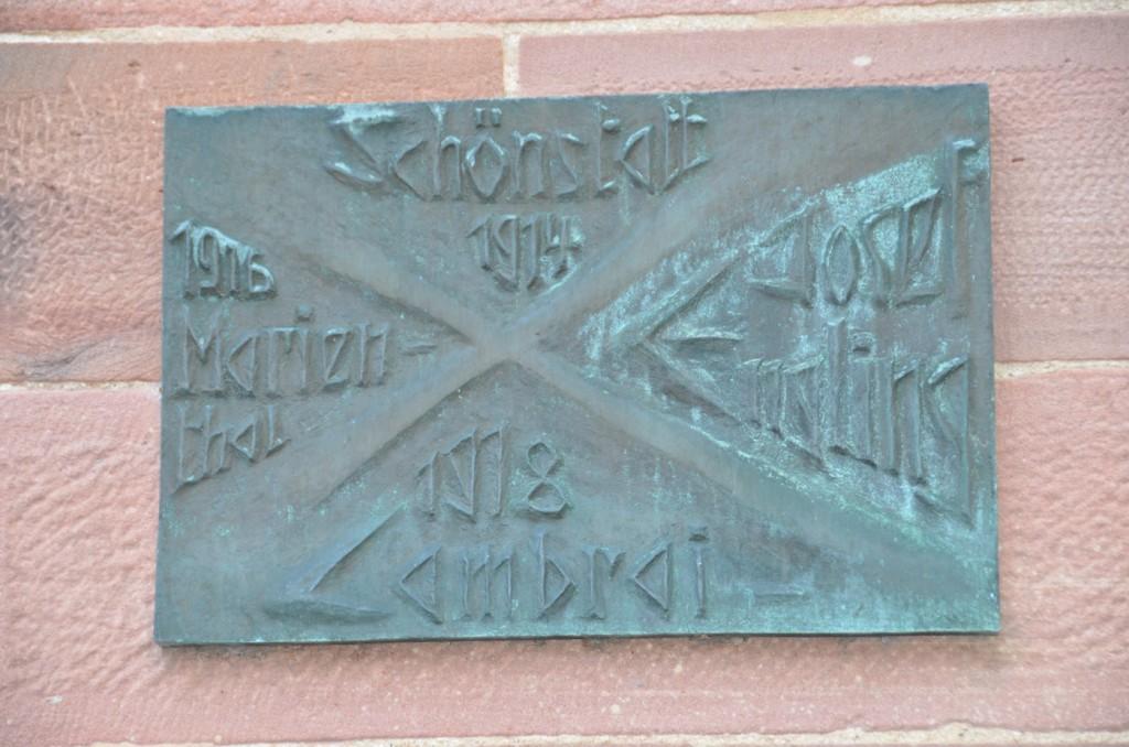Gedenktafel an der Pfarrkirche in Marienthal_Bildgröße ändern