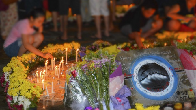 Candlelit-Vigil-held-for-Sabah-Borneo-Earthquake-victim-000066798375_Double