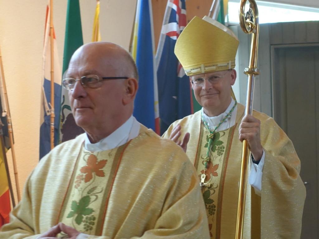 Bischof Dr Franz-Josef Overbeck Essen beim Einzug in die Pilgerkirche k
