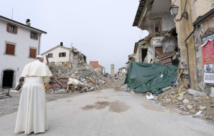 web-pope-francis-amatrice-quake-c2a9-osservatore-romano-afp-4