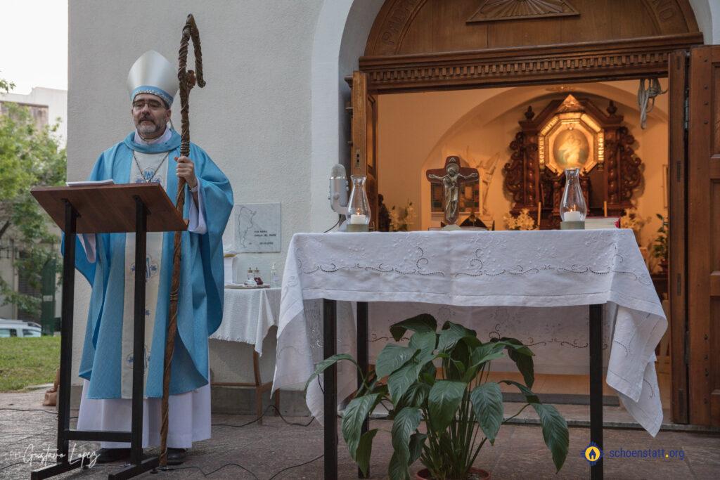 Mons. Jorge González en el Santuario de La Plata