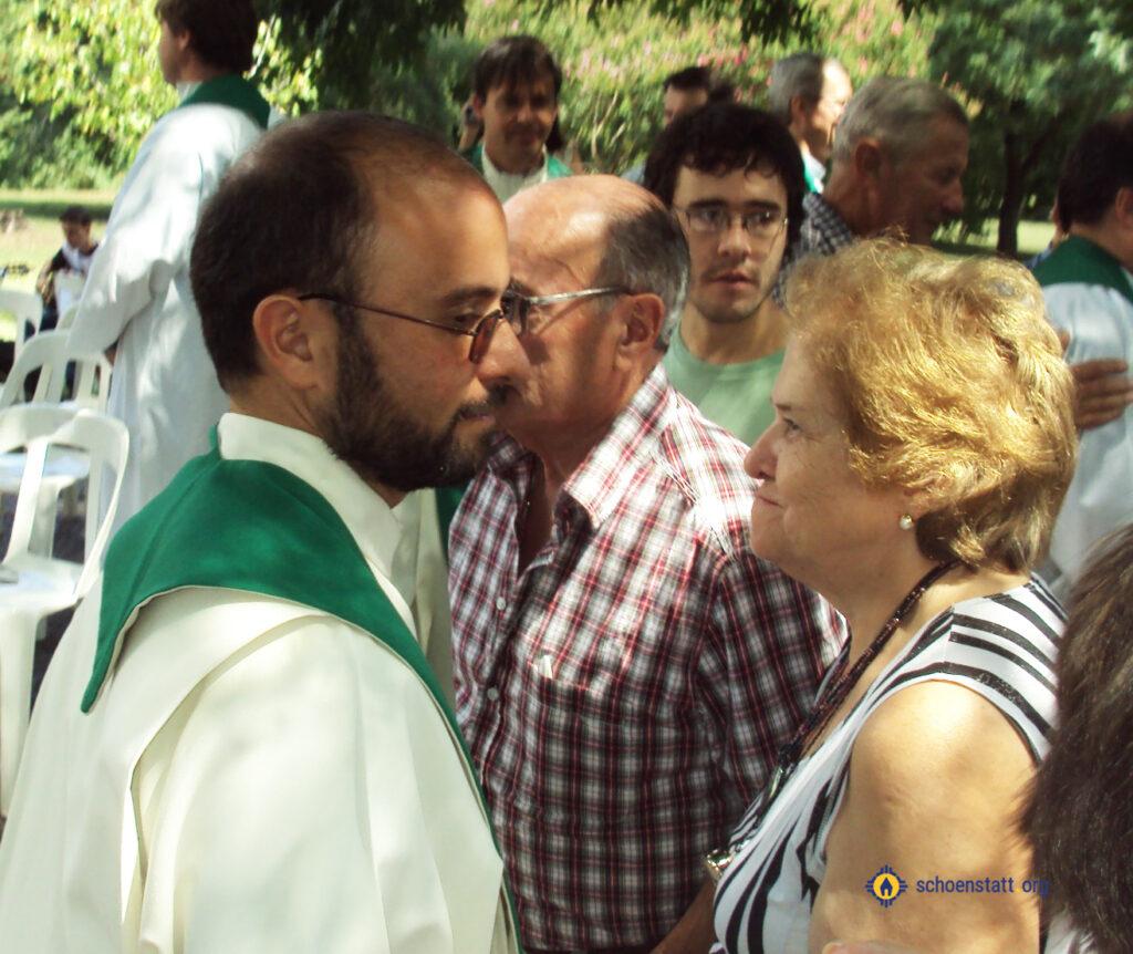 Beby con su hijo el P. Beltrán Gomez