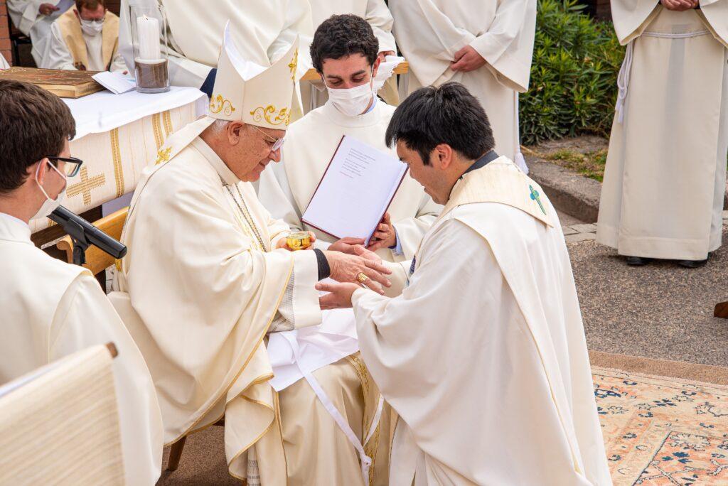 Ordenación sacerdotal en Chile